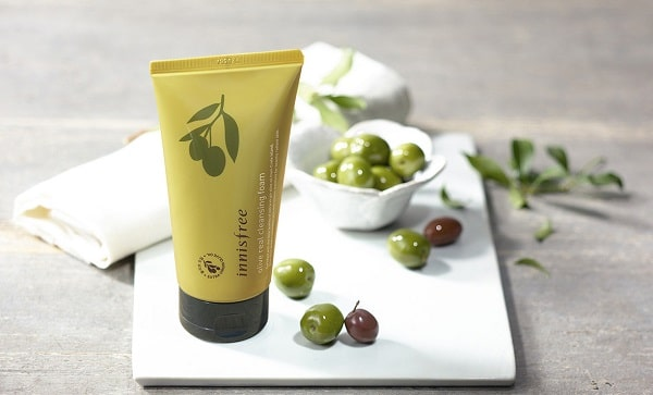 sua-rua-mat-Innisfree-Olive-Real-Cleansing-Foam